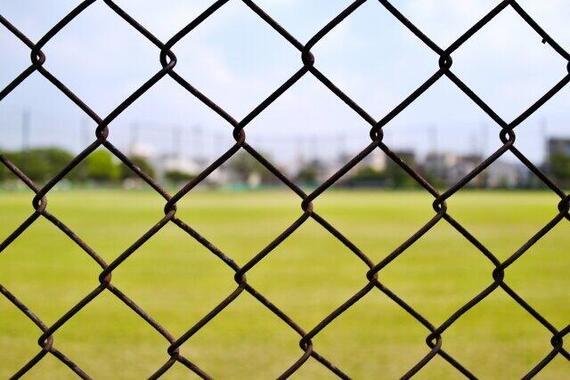 球場フェンスの「黒塗り」目撃報告が波紋(画像はイメージ)