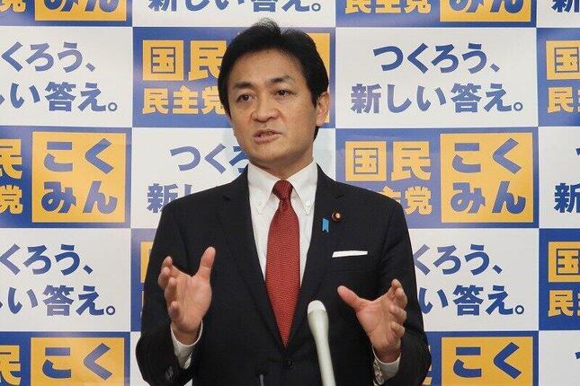 定例会見に臨む国民民主党の玉木雄一郎代表。野党合同ヒアリングについて「メリット・デメリットを検証した上で、より良い形を求めていくことが必要」だと述べた