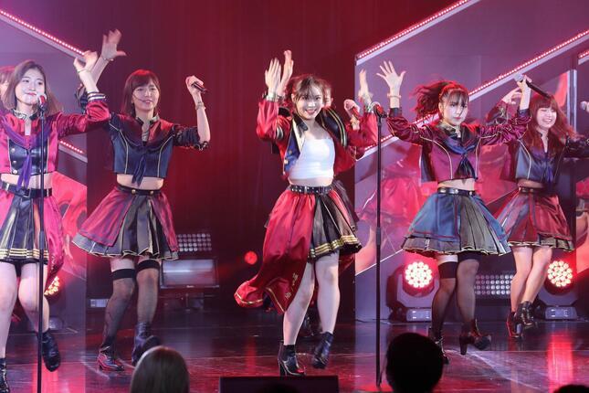 「しぇからしか!」(2015年発売)は豊永阿紀さんがセンターを務めた