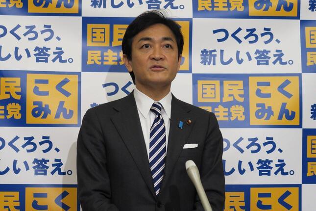 記者会見に臨む国民民主党の玉木雄一郎代表
