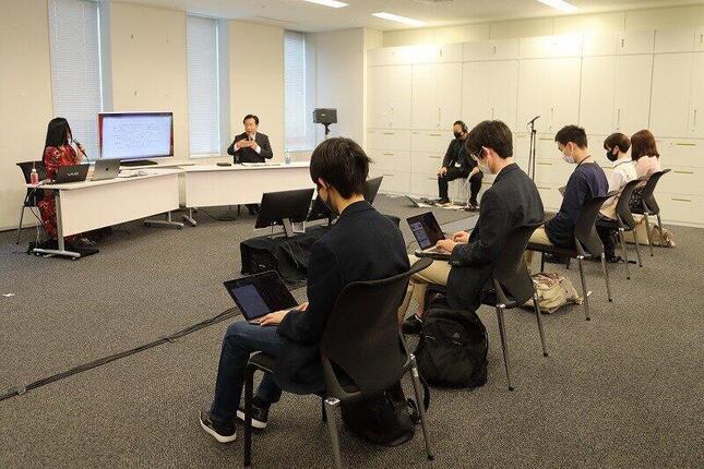 授業には「N高政治部」部員15人が参加した