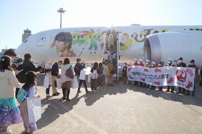 フライトには乗客176人が搭乗。販売座席数の7.5倍以上の応募が寄せられた