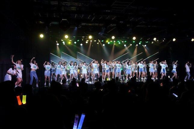 9周年特別記念公演にはメンバー49人が参加。「チームH」キャプテンの松岡菜摘さんは「10周年を迎える頃までに、みんなにいろんないい報告ができていたら」と意気込んだ。