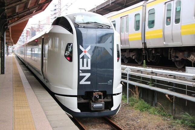 両国駅臨時ホームのE259系「成田エクスプレス」でテレワークを実験