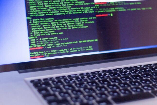 偽情報の拡散は安全保障上のリスクになりうる(写真はイメージ)
