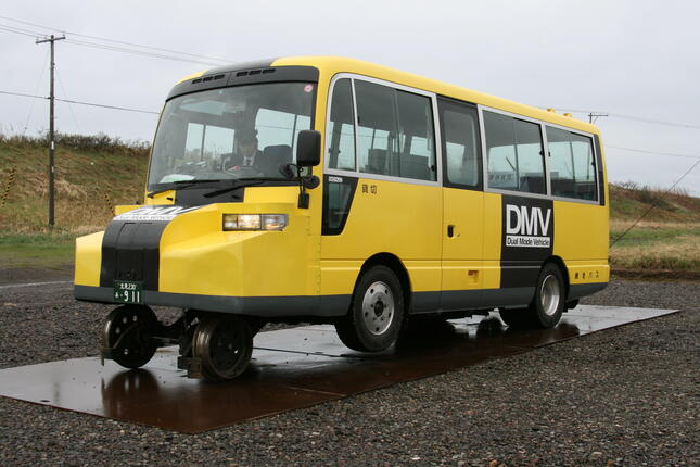 JR北海道が「試験的営業運行」していたDMV車両。14年に本格的営業運行を断念することが決まった(2008年撮影)