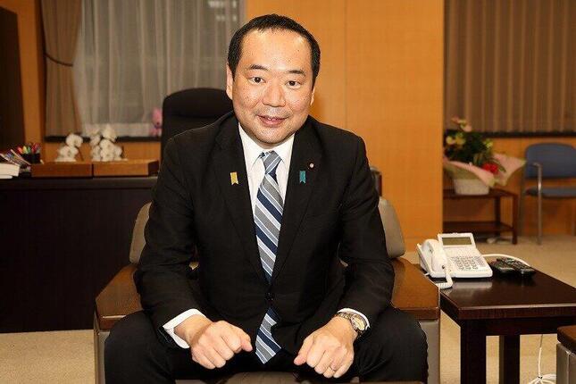 内閣府の藤井比早之(ふじい・ひさゆき)副大臣。縦割り打破やデジタル改革など幅広い分野を担当している