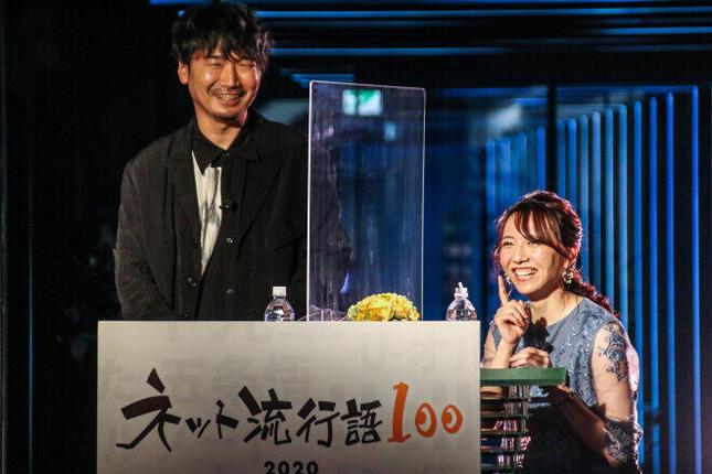 (左)声優の小西克幸さんと、(右)フリーアナウンサーの森遥香さん