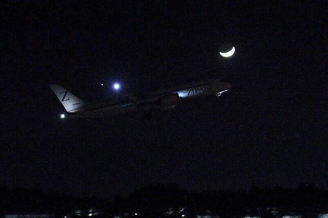 成田空港を離陸するZIPAIRのホノルル行き初便