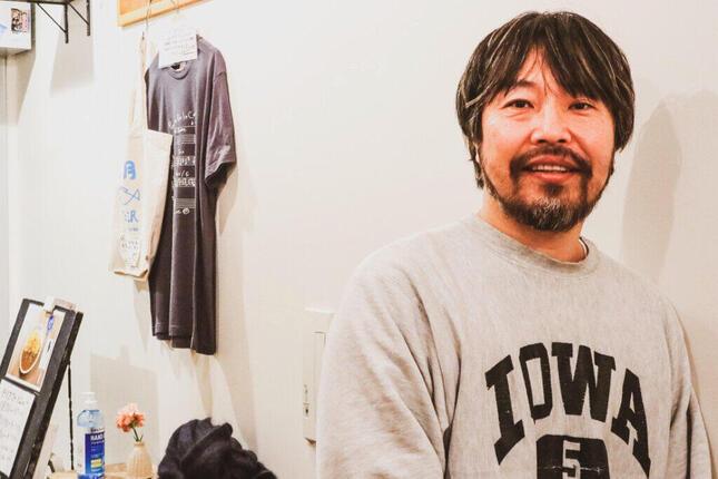 「カレーの店・八月」で取材に答えてくれた曽我部恵一さん