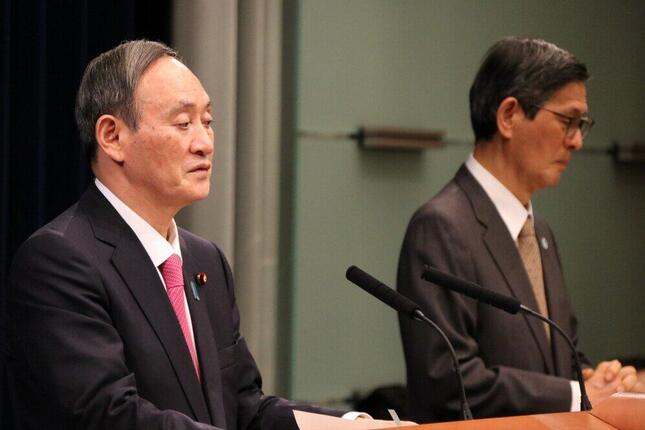会見する菅義偉首相と尾身茂会長