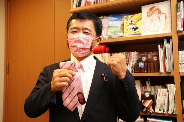 「鬼滅の刃」・竈門 禰豆子(かまどねずこ)を模したネクタイとマスクも。