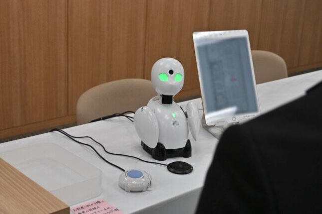 オリィ研究所の分身ロボット「OriHime」(ニュースリリースより)