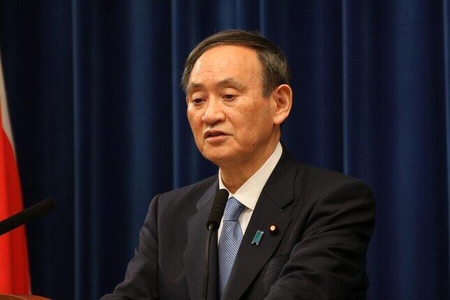 年頭記者会見を開く菅義偉首相。1都3県(東京、神奈川、千葉、埼玉)を対象に「国として、緊急事態宣言の検討に入る」と述べた