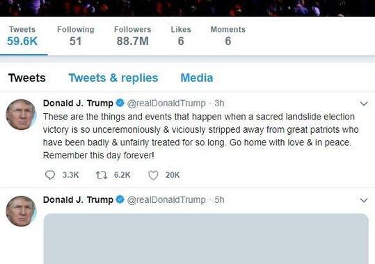 凍結される直前のトランプ大統領のアカウント。「神聖で地滑り的に勝利した選挙」が「あまりにも、あっさりと奪われた」と主張している。現時点では、このツイートは見られない状態になっている
