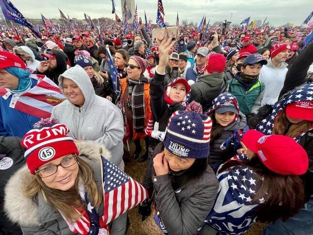 2021年1月6日、ワシントンで開かれたトランプ支持者の集会。この後、議事堂に向かった(筆者撮影)