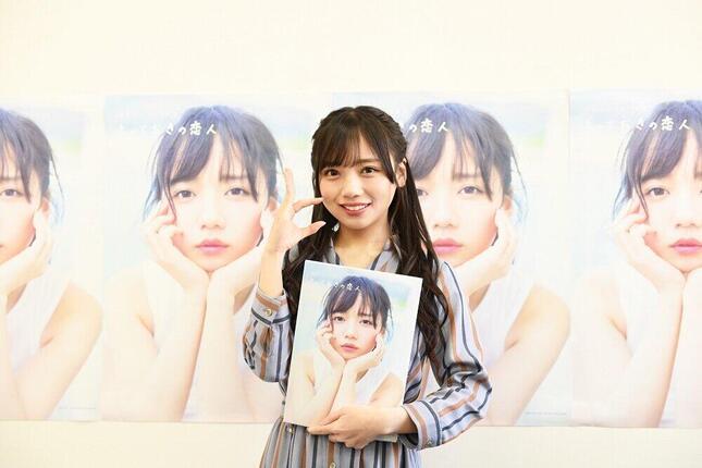 初めての写真集となる「とっておきの恋人」(主婦と生活社)を発売した日向坂46の齊藤京子さん。Zoomで記者会見を開いた