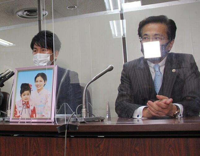 公判後、取材に応じた松永拓也さん(左)と代理人の髙橋正人弁護士(右)