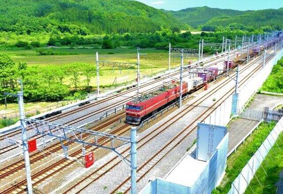 新幹線と青函トンネルと共有している貨物列車。貨物にとっても青函トンネルは大動脈だ