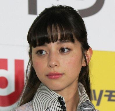 中条あやみさん(2018年4月撮影)は「秘密にするの大変だった~」。