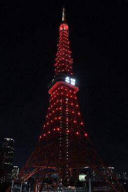 17段の階層に設置された268台のLEDライトがタワーを赤色に染めた