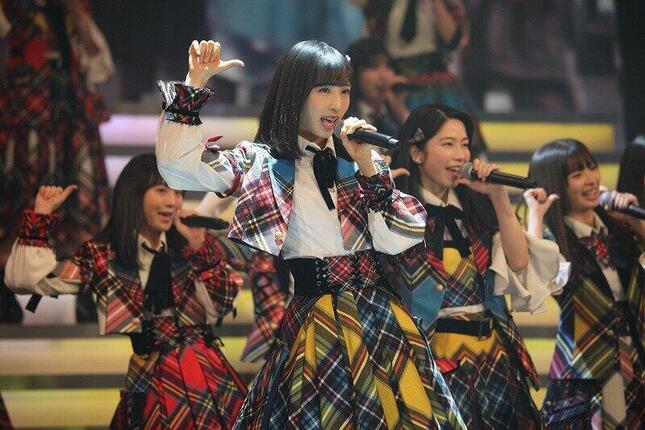 「恋チュン」は2019年のNHK紅白歌合戦でも披露された。センターはAKB48の小栗有以さんが務めた(写真はリハーサルの様子)