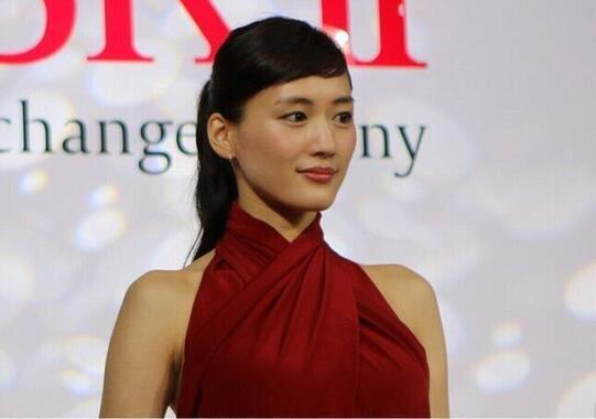 綾瀬はるかさん(2015年撮影)が難しい演技に挑戦中。