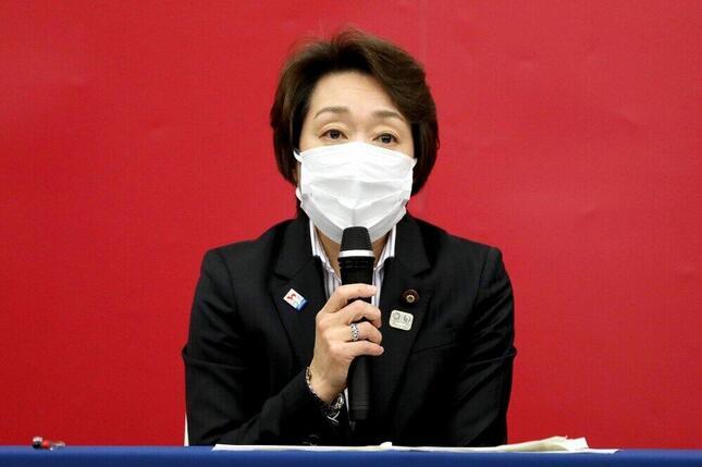 東京五輪・パラリンピック組織委員会の会長に就任した橋本聖子氏。記者会見では議員辞職を否定した。(Photo by Tokyo 2020)