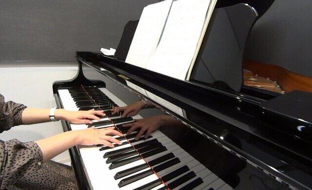 ピアノのそばに置くと弦に影響が(写真はイメージ)