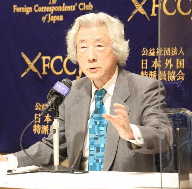 日本外国特派員協会で記者会見する小泉純一郎元首相。イラク戦争についても見解を述べた
