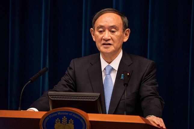 記者会見に臨む菅義偉首相。電波オークションに関する質問も出たが、ほとんど報じられなかった。