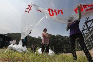 北朝鮮が激怒した韓国の「風船ビラ」 法律で禁止も...「第3国」では適用外という「抜け道」