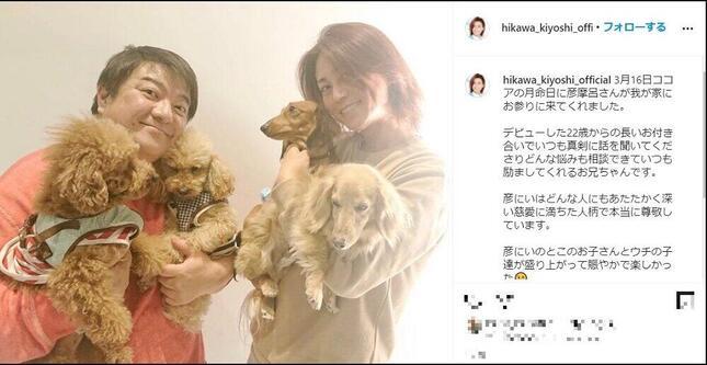 氷川きよしさんがインスタ(@hikawa_kiyoshi_official)で愛犬の月命日の様子を報告した。