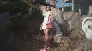 ヴァレンティノ「ハイヒールで着物の帯踏む」広告が物議 写真・動画が削除...ブランド側は「確認中」