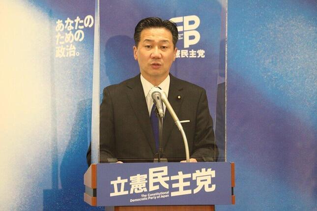 定例会見に臨む立憲民主党の福山哲郎幹事長