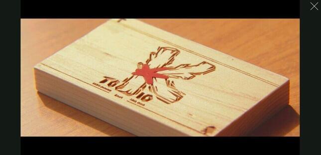 株式会社TOKIO公式サイトの動画より。木製の名刺には企業のロゴが