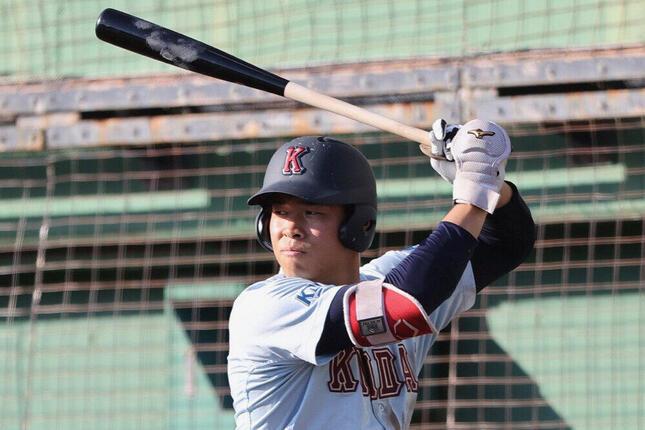 近大所属時代の佐藤輝明選手(写真:BFP/アフロ)