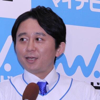 夏目三久さんとの結婚を発表した有吉弘行さん(2015年撮影)