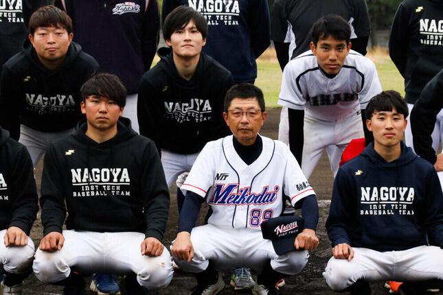 チームでは若い選手とともにプレーしている