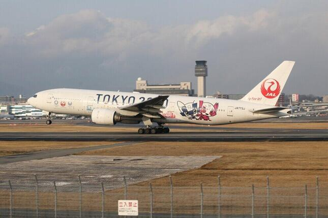 退役したボーイング777-200型機の中には、東京五輪・パラリンピックのための塗装機も。大会の開幕を待たずして引退退役することになった