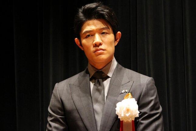 2016年の鈴木亮平さん。がっしりした体形だが…