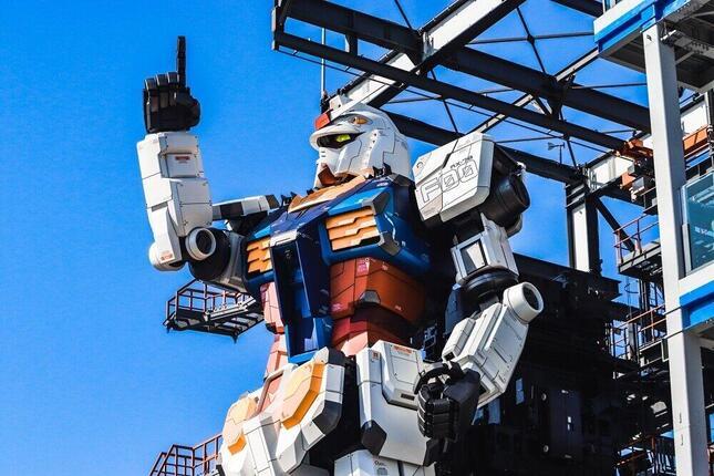 横浜に展示されている動く実物大ガンダム