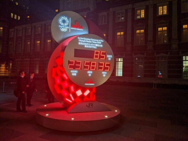 20時以降の東京駅前(2021年4月28日撮影)