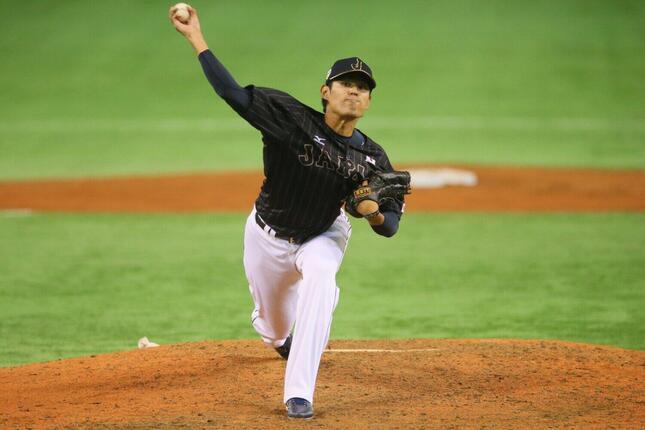 2014年11月の日米野球第2戦で登板した井納翔一投手(写真:YUTAKA/アフロスポーツ)