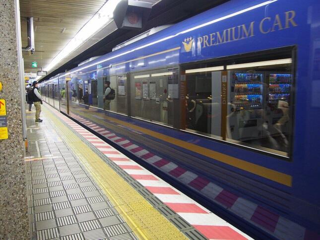 京阪ご自慢の有料座席指定車両「プレミアムカー」