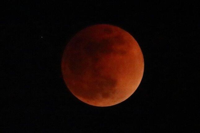 今夜見える「スーパームーンの皆既月食」何が起きる? 次回日本で観測できるのは12年後の貴重現象: J-CAST ニュース【全文表示】