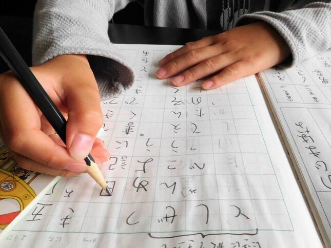 「宿題は子供の残業」といった意見も…(画像はイメージ)