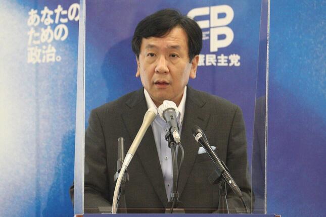 定例会見に臨む立憲民主党の枝野幸男代表。6月9日の党首討論で扱うテーマについて、「ごめんなさい、ほんとに白紙です」と話した
