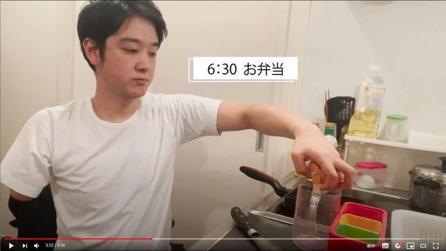 YouTubeチャンネル「山田千紘 ちーチャンネル」の動画「【GRWM】片腕一本しかないサラリーマンのモーニングルーティーン」より