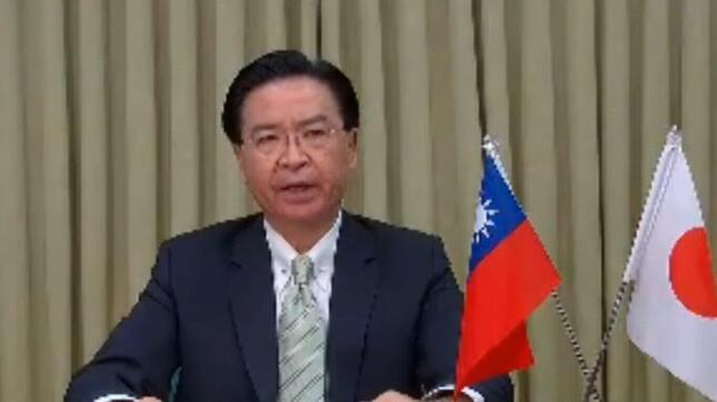 オンライン会見する台湾の呉釗燮・外交部長。中国の「ワクチン外交」を批判した(写真は日本外国特派員協会の配信動画から)